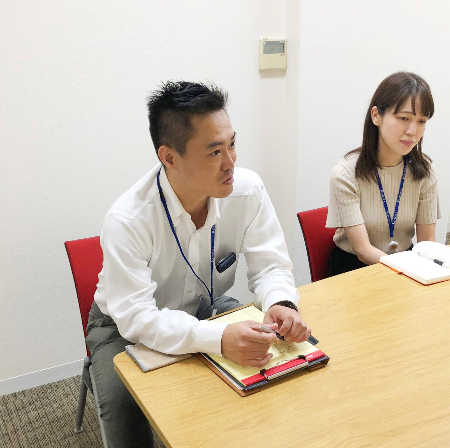 """""""コトラ""""の文化について インタビューに答える野村さん、岩崎さん"""