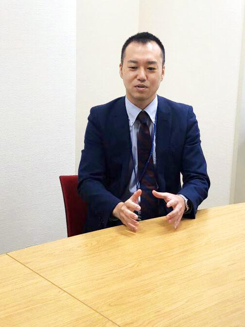 """""""協働""""の文化について インタビューに答える宮崎さん"""