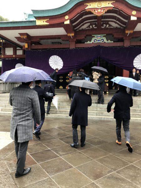 """""""初詣""""の風景 あいにくの雨模様"""